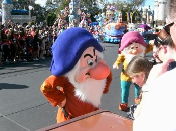 Dwarfin' the crowd!